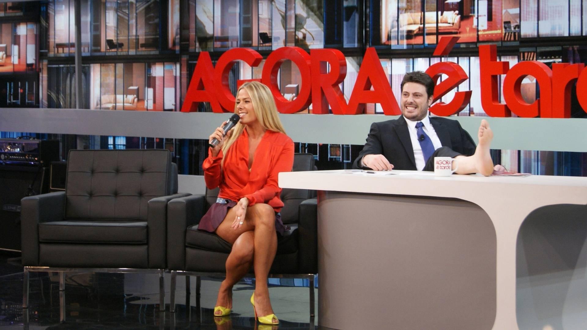 Adriane Galisteu vai ao programa do Danilo Gentili (28/7/2011)