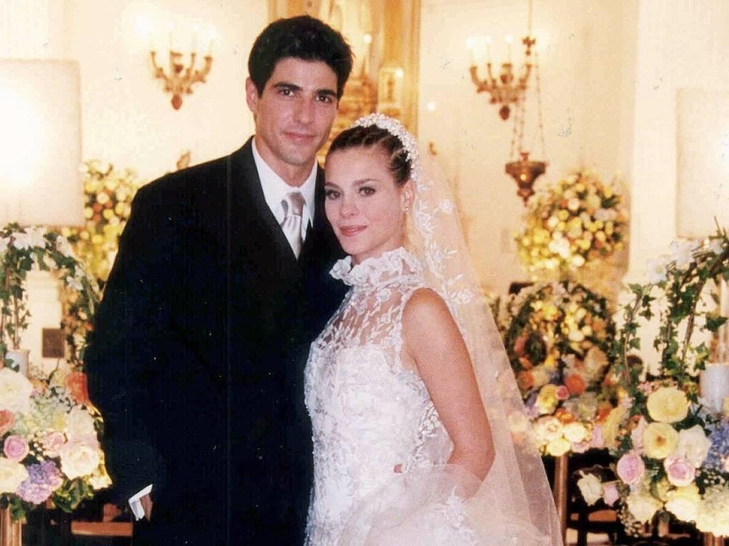 Os atores Reynaldo Gianecchini e Carolina Dieckman durante gravação da cena de casamento dos personagens Edu e Camila da novela