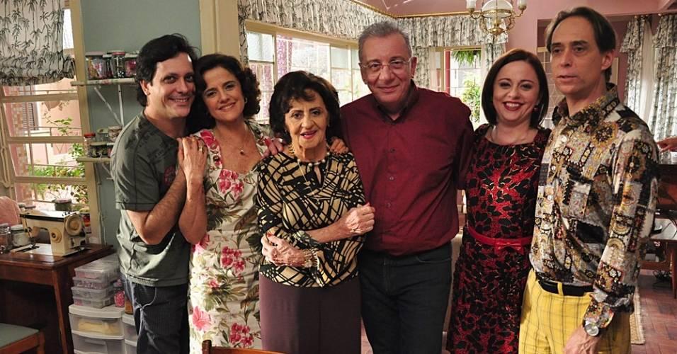 """Lúcio Mauro Filho, Marieta Severo, Laura Cardoso, Marco Nanini, Guta Stresser e Pedro Cardoso em """"A Grande Família"""" (julho/2011)"""