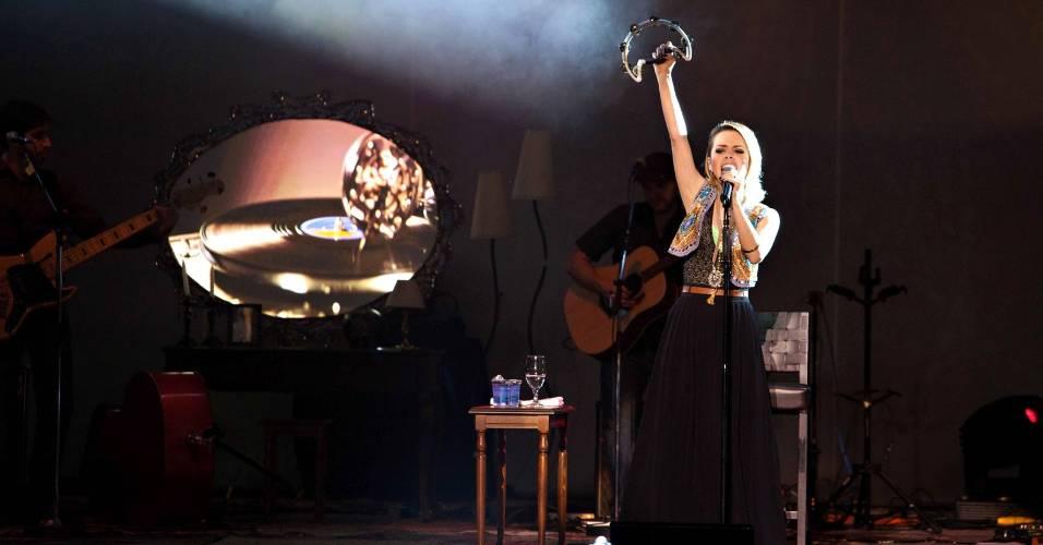 A cantora Sandy durante show
