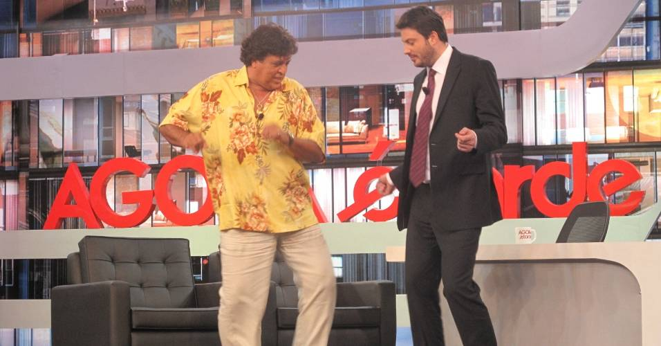 Sidney Magal dança lambada com Danilo Gentili no