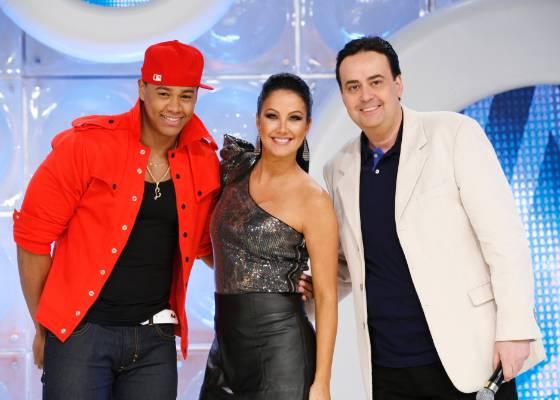 Da esquerda para a direita, Léo Santana, Helen Ganzarolli e Zé Américo no palco do programa Eliana (21/8/2011)