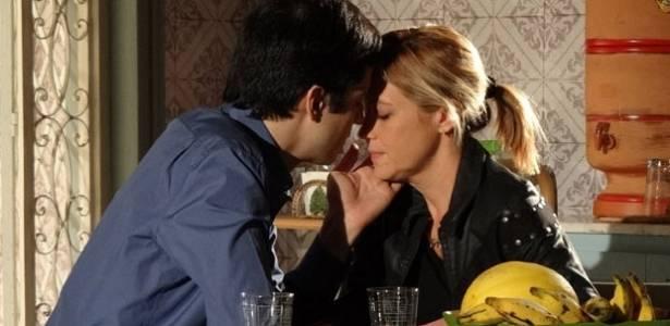 Mateus Solano e Adriana Esteves em cena de