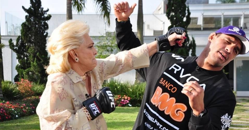 Hebe Camargo vai à casa do lutador Vitor Belfort, em São Paulo (23/8/2011)