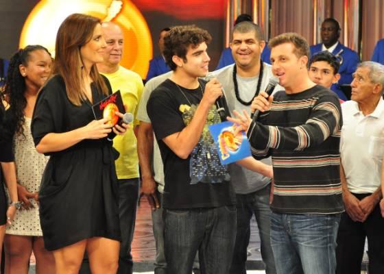 Da esquerda para a direita, Ivete Sangalo, Caio Castro e Luciano Huck durante gravação do Caldeirão do Huck (3/9/2011)