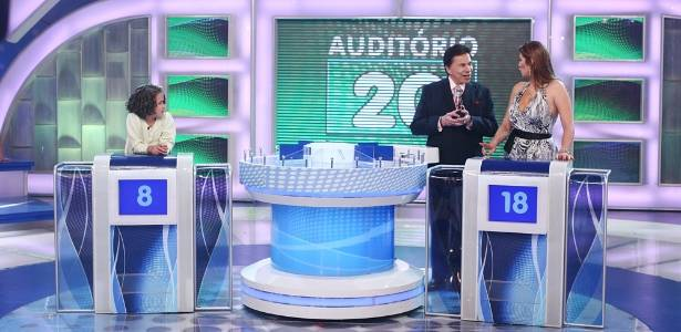 Maisinha e Livia Andrade participam do Jogo das três Pistas no Programa Silvio Santos (4/9/2011)
