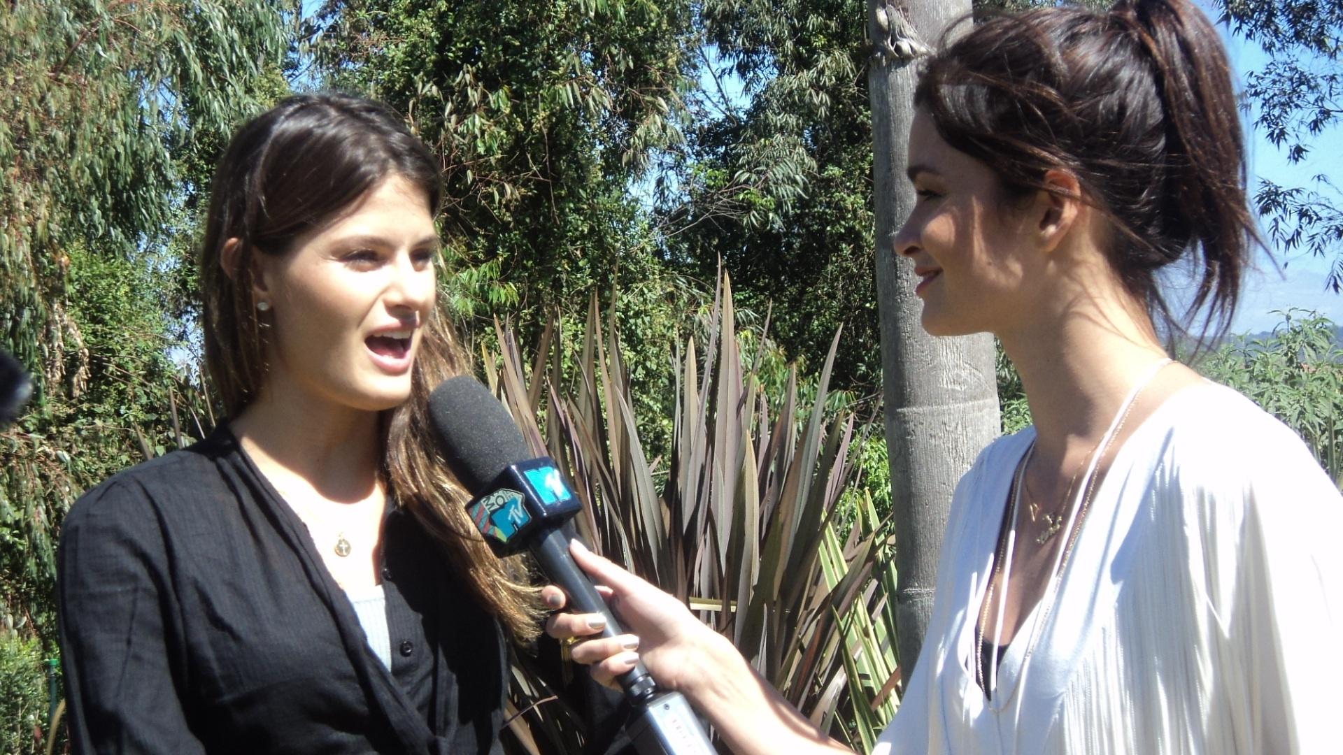 Carol Ribeiro entrevista Isabelli Fontana