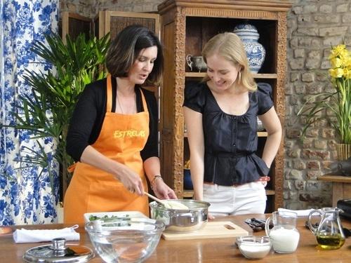 Fátima Bernardes cozinha com Angélica para o