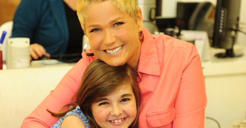 Xuxa e Klara Castanho participam do 