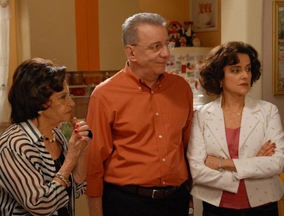 """Da esquerda para a direita, Laura Cardoso, Marco Nanini e Marieta severo em cena de """"A Grande Família"""" (13/10/2011)"""
