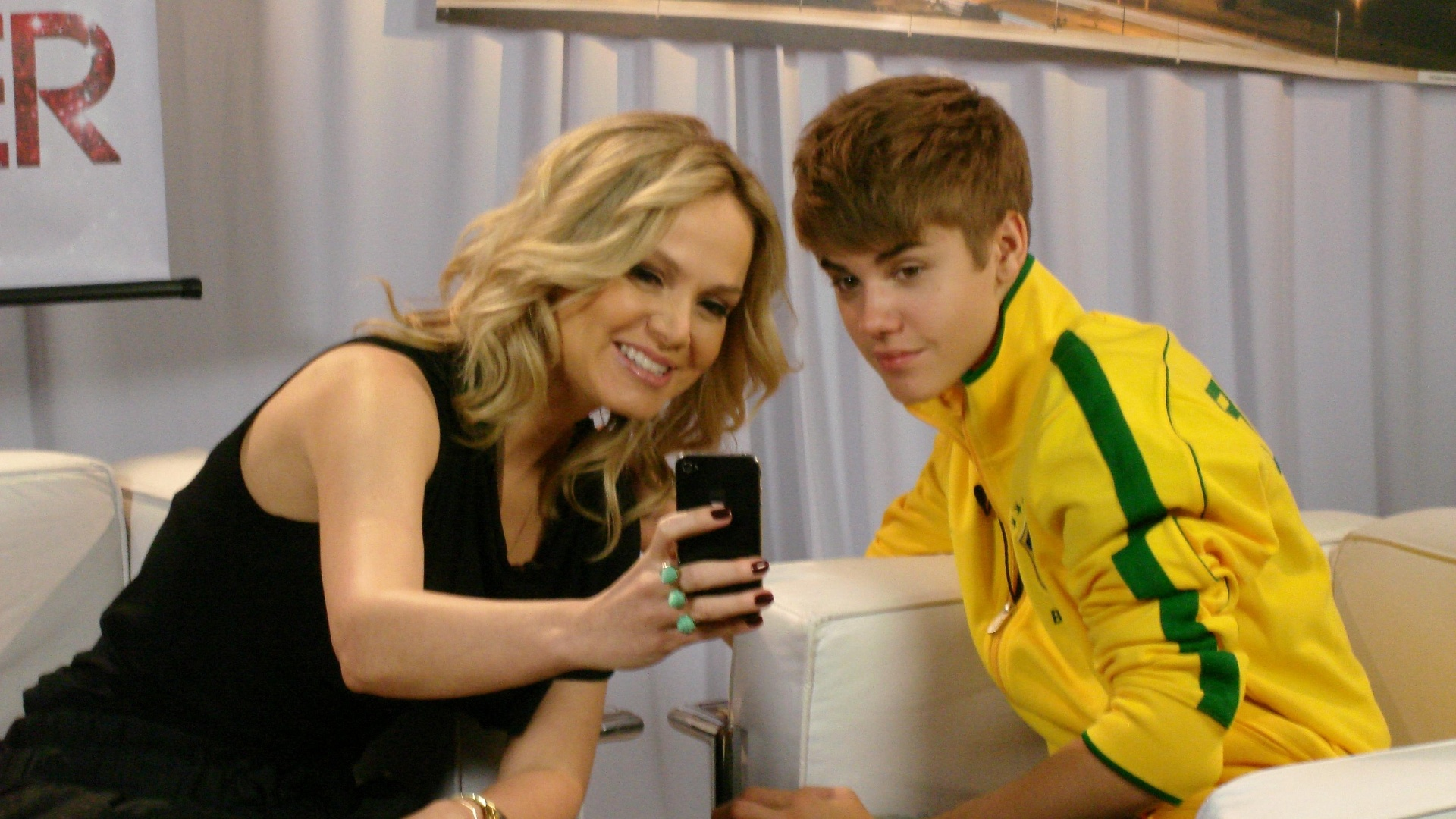 Eliana entrevista Justin Bieber durante passagem do cantor pelo Brasil (16/10/2011)