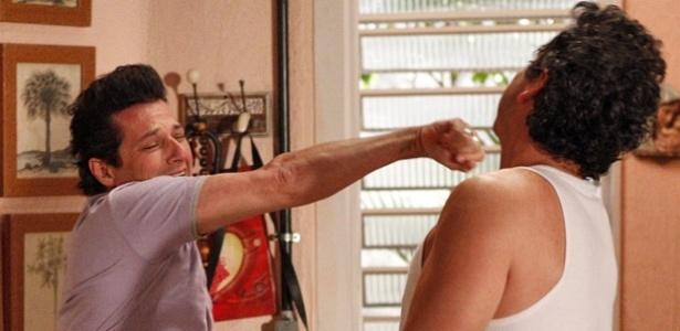 Marcelo Serrado e Alexandre Nero em cena de
