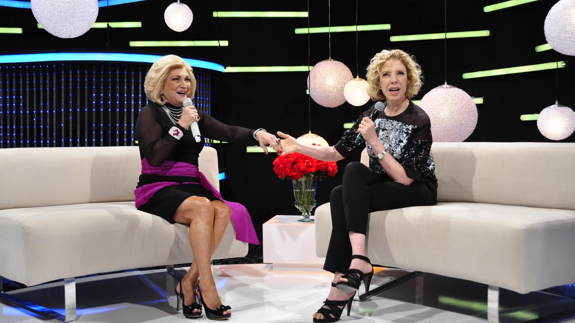 Hebe recebe Marília Gabriela em seu programa na RedeTV! (11/11/11)