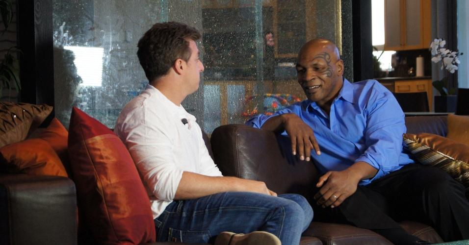 Luciano Huck visita Mike Tyson (19/11/11)