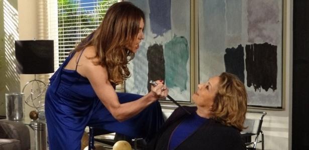 Christiane Torloni e Eva Wilma em cena de Fina Estampa (24/11/11)