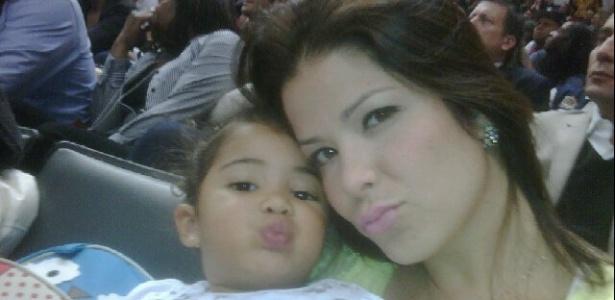 Samara Felippo posta foto com sua filha Alícia no Twitter (28/12/11)