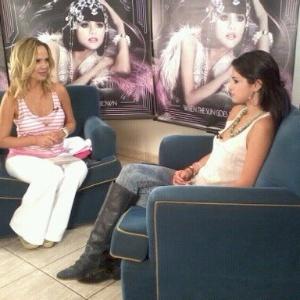Eliana entrevista a cantora Selena Gomez (12/2/12)