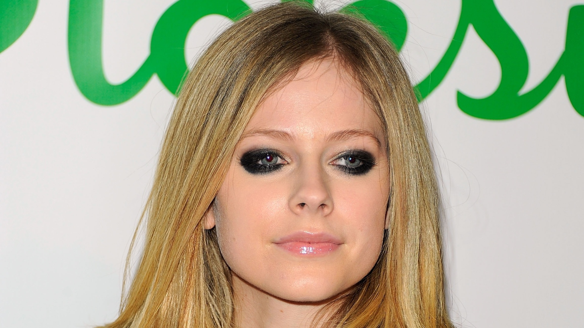 Avril Lavigne em evento em Nova York (22/11/11)