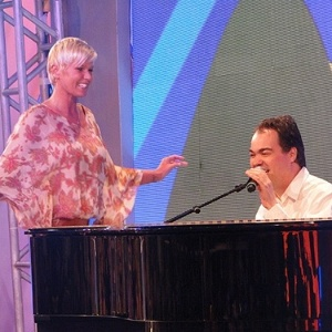 Xuxa e Daniel Jobim durante gravao do 