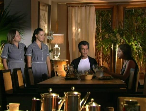 Na casa de Jonas, Ângela dá as ordens para as criadas
