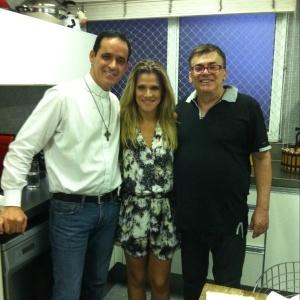 Ingrid Guimarães publica em seu Twitter foto ao lado de reverendo Aldo e o do autro Walcyr Carrasco