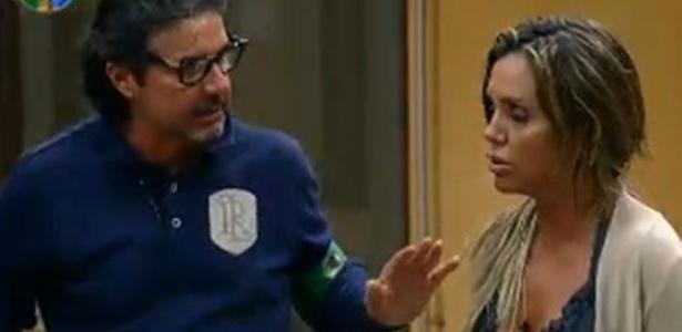 Renata Banhara discute com João Kléber após divisão dos grupos