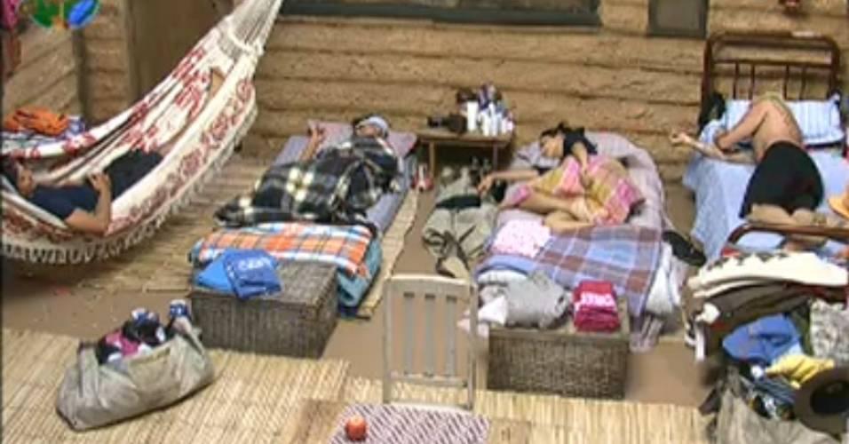 Roceiros tomam punição e ficarão sem um colchão para dormir (26/7/2011)
