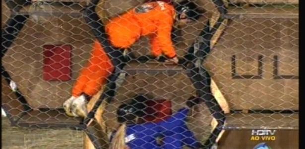 Anna Markun (de laranja) venceu e manteve a invencibilidade das Ovelhas (31/7/2011)