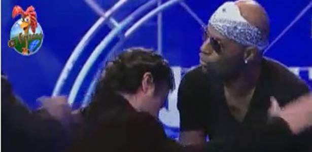 João Kléber avisa para Dinei que está bêbado (05/08/11)