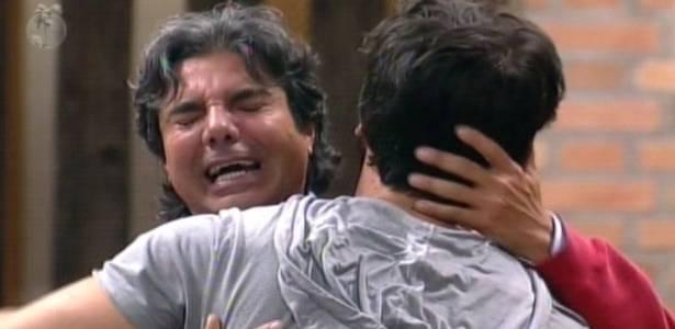 João Kléber chora após expulsão de Duda (09/08/11)