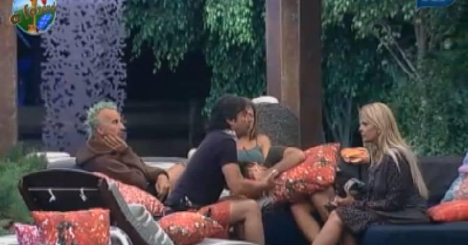 João Kléber briga com Monique Evans (13/08/11)