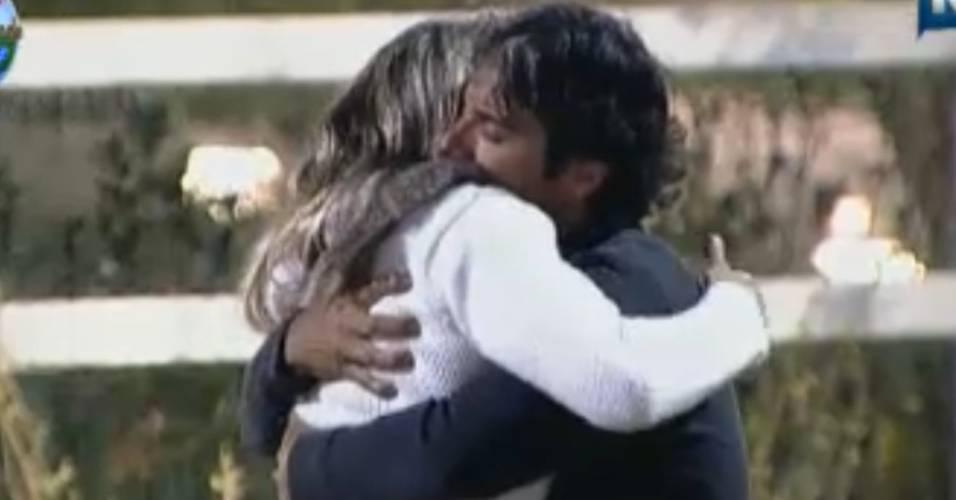 João Kléber abraça Joana Machado (18/8/2011)