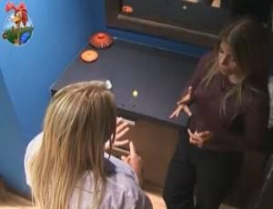 Monique e Raquel conversam sobre tarefas diárias (06/09/11)