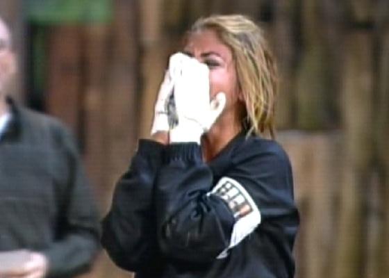 Raquel comemora vitória que manda Valesca, Joana e Monique para a roça (06/10/11)