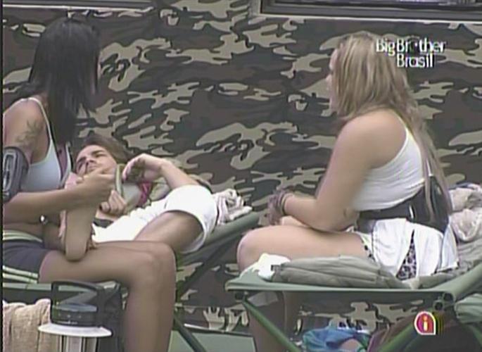 Ariadna pergunta para Rodrigo e Paula se eles fariam sexo com ela (13/01/11)