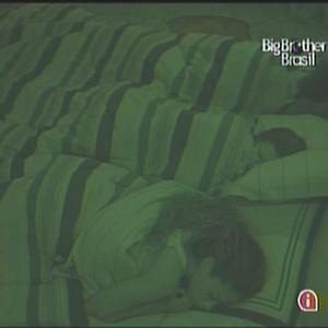Ariadna e Jaqueline dormem no quarto líder (14/01/11)