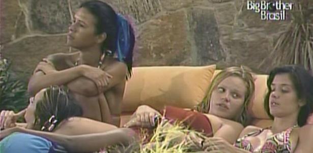 Ariadna, Talula, Paula e Michelly conversam na noite desta sexta-feira (14/1/11)