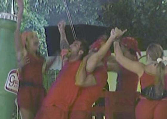 Time formados pelos grupos Vermelho e Laranja vence prova e Cristiano é o primeiro Líder do BBB11 (13/1/11)