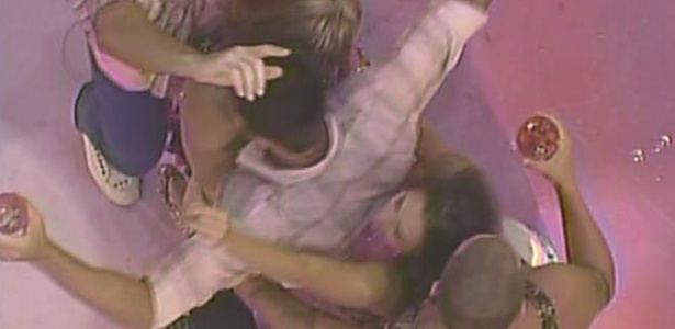 Rodrigão, Paula, Cristiano, Michelly e Diogo fazem dança sensual juntos (19/1/11)