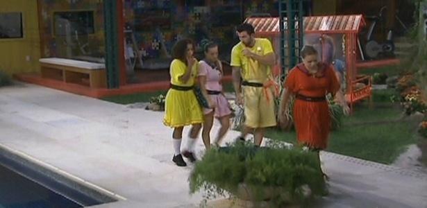 Cristiano, Michelly, Janaína e Paula deixam deixam a casinha vermelha