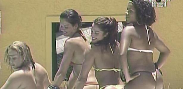 Hora da dança! 'Sisters' se divertem à beira da piscina (19/1/11)
