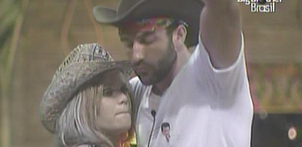 Após ser seduzido por Diana, Cristiano ganha dança sensual de Paulinha (26/01/11)
