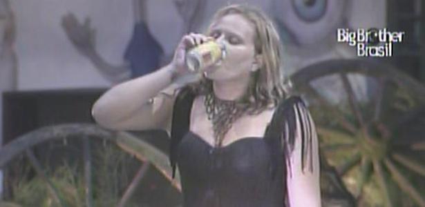 Como sempre, Paula é a última sobrevivente de festa e dança sozinha (27/1/11)