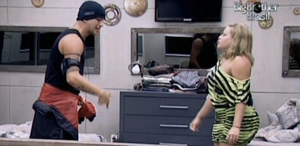 Diogo e Paula gritam um com o outro durante discussão no quarto do Lado B (7/2/11)