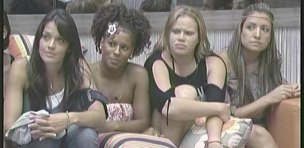Talula, Janaína, Paula e Natalia confirmam teoria que mulheres da casa são bem unidas (8/2/11)