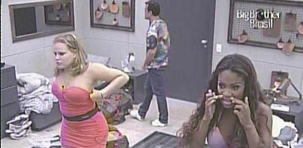 Daniel, Paula e Jaqueline, cada um em um espelho, se arrumam para a festa no lado B (16/2/11)