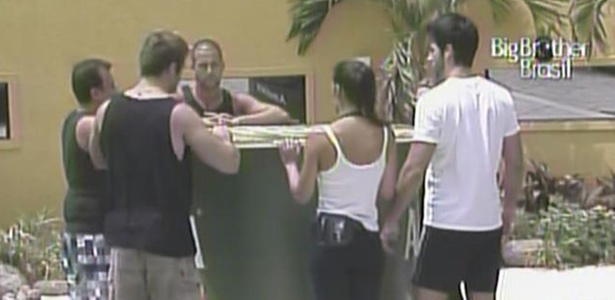 Daniel, Wesley, Rodrigão, Paula, Diogo e Talula disputam a prova do anjo, na manhã desta sexta-feira (18/2/11)
