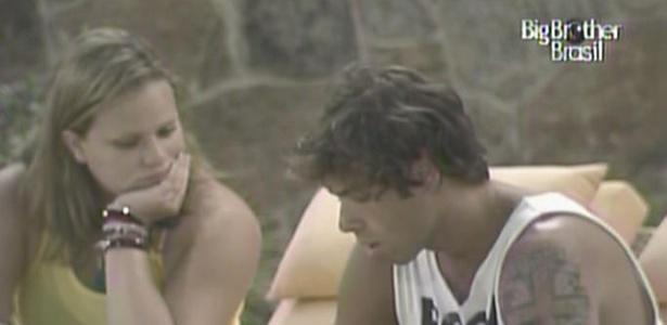 Mauricio fala com Paula para descobrir quais as verdadeiras intensões da