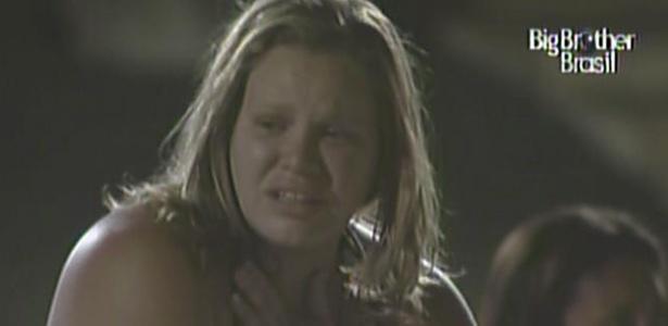 Paula se assusta com apagão na casa durante a madrugada deste sábado (19/2/11)