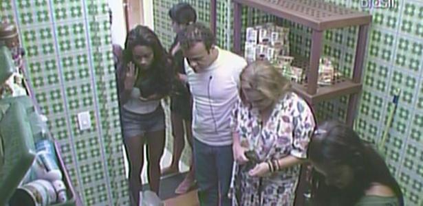 Lado A recebe as compras feitas por Rodrigão e Jaqueline nesta segunda-feira (21/2/11)